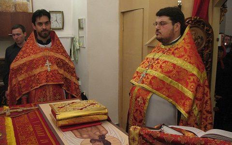Первая Пасхальная служба в нашем храме. 19 апреля 2009 г.