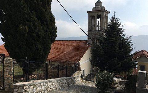 Городок Рапсани у южного подножия горы Олимп в Греции. Фото февраль 2017 г.