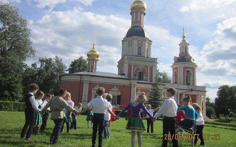 Храм Живоначальной Троицы в Усадьбе Свиблово приглашает детей от 7 до 12 лет в летнюю православную школу