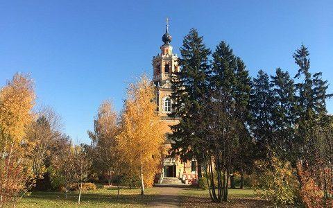 Спасский храм села Уборы (Московская область). Фото октябрь 2018 г.