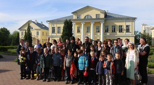 Ведется набор в общеобразовательную православную школу имени преподобного Сергия Радонежского в Усадьбе Свиблово.